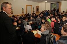 """Oberbürgermeister Dr. Thomas Spies begrüßte etwa 80 Jungen zum diesjährigen """"Boy´s Day"""" im Haus der Jugend.©Stadt Marburg, i.A. Heiko Krause"""