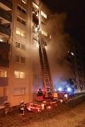 Die Einsatzkräfte der Freiwilligen Feuerwehr Marburg retteten 24 Menschen aus einem Wohnhaus in der Sudetenstraße am Richtsberg.