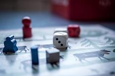 Brettspiel mit Würfel und Figuren©Pixabay