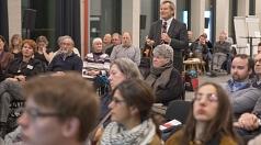 """""""90 Prozent der Menschen leben gern in Marburg"""": Oberbürgermeister Dr. Thomas Spies stellte im Erwin-Piscator-Haus Ergebnisse der ersten Marburger Bürger/innenbefragung vor. Sie seien ein wertvolles Stimmungsbarometer so Spies."""