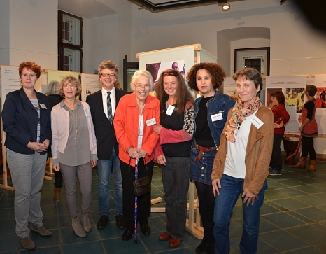 Bürgermeister Dr. Franz Kahle, die Frauen- und Gleichstellungsbeauftragte der Universitätsstadt Marburg Dr. Christine Amend-Wegmann (l.), die LebKom-Ehrenamtliche Brigitte Görg-Kramß (2. v. l.) sowie die Referentin Prof. Dr. Muthgard Hinkelmann-Toewe©Universitätsstadt Marburg - Tina Eppler