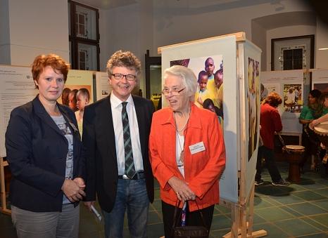 Bürgermeister Dr. Franz Kahle (Mitte) sowie die Frauen - und Gleichstellungsbeauftragte der Universitätsstadt Marburg, Dr. Christine Amend-Wegmann, begrüßten die Referentin Prof. Dr. Muthgard Hinkelmann-Toewe von der Universität Fulda, die zur Eröffnung d©Universitätsstadt Marburg - Tina Eppler