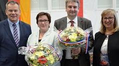 Ihre Ämter als Bürgermeister und als Stadträtin werden Wieland Stötzel (2. v. r.) und Kirsten Dinnebier (2. v. l.) im Oktober antreten. Die Stadtverordnetenversammlung wählte die beiden neuen Hauptamtlichen des Marburger Magistrats am Freitagabend. Oberbü