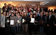 Landrätin Kirsten Fründt (vorne, links) und Marburgs Bürgermeister Dr. Franz Kahle zeichneten die Gewinner des Klimaschutzwettbewerbs aus. Aus den 26 eingereichten Vorschlägen wurden in einem mehrstufigen Verfahren zehn Gewinner-Projekte ermittelt, die mi