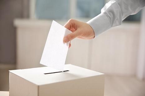Am 24. September können Sie als Wahlhelferin oder Wahlhelfer in Marburg dabei sein.©Shutterstock