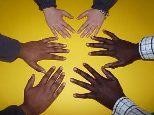 Einer der nächsten Schritte in der Integration von Migrantinnen und Migranten in Marburg umfasst die Schaffung einer gesundheitsfördernden Lebenswelt sowie die Stärkung von bereits vorhanden Gesundheitsangeboten in diesem Umfeld.©Falco - Pixabay