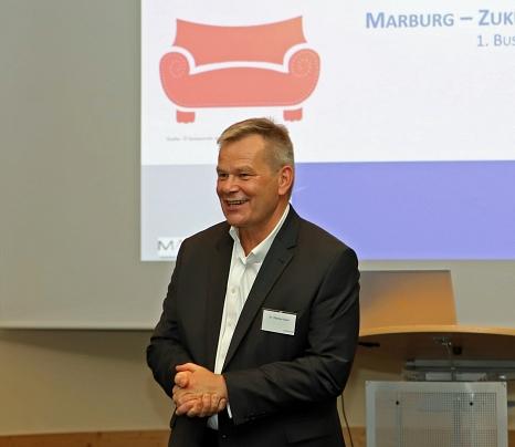 Oberbürgermeister Dr. Thomas Spies begrüßte die Teilenehmer*innen des Business-Treffs.©Thomas Steinforth, Stadt Marburg
