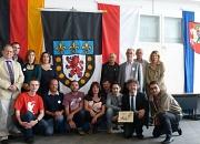 Bürgermeister Dr. Franz Kahle (2. vorne rechts) hat Dr. Uwe Grebe, Geschäftsführer des Marburger Studentenwerks (hinten links) und Jean-Claude Esquirol, Geschäftsführer des französischen Studentenwerks (3. hinten r.) zusammen mit weiteren Vertreterinnen u