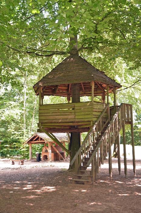 Das Freizeitgelände im Stadtwald bietet für Familien, Kinder und Erwachsene vielfältige Möglichkeiten für Bewegung und Naturerfahrung.©Jugendförderung, Universitätsstadt Marburg