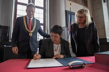 Das unerschrockene Wort: Empfang im Rathaus und Eintrag ins Goldene Buch der Stadt Marburg