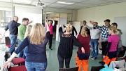Bewegung im Alltag: Kleine Übungen können einfach in den Tag integriert werden und helfen dabei, Gesundheit und Arbeitskraft zu erhalten. Das lernten die Beschäftigten beim Aktionstag des DBM.