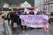 """Wir sind viele! Wir sind stark!"""" Unter diesem Motto haben über 300 Menschen am Donnerstag, den 08. März 2018 für die Rechte der Frauen und die Gleichbehandlung der Geschlechter demonstriert."""