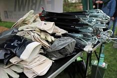 Der Dienstleistungsbetrieb der Stadt Marburg (DBM) stellte Handschuhe, Greifzangen und Müllsäcke zur Verfügung.©Stefanie Profus, Stadt Marburg