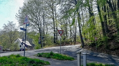 Der Kaffweg soll versuchsweise bergab für den Radverkehr geöffnet werden. Das wünschten sich auch Teilnehmende beim Vor-Ort-Dialog der Hansenhausgemeinde.