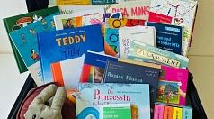 Der Medienkoffer beinhaltet 30 Kinderbücher, zehn Fachbücher, eine Handpuppe, ein Puzzle und ein Begleitheft.