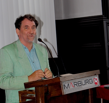 Der Preisträger Stefan Diefenbach-Trommer erinnerte in seiner Dankesrede an die vielen Menschen, die sich weltweit für Freiheit und Gerechtigkeit einsetzen.©Heike Döhn, i.A.d. Stadt Marburg
