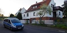 der Tatort mit Polizeiwagen davor©Götz Schaub