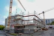 Die Arbeiten am ersten Obergeschoss laufen, das Gebäude der Altenhilfe St. Jakob am Richtsberg wächst täglich. Noch vor Weihnachten soll der komplette Rohbau stehen.
