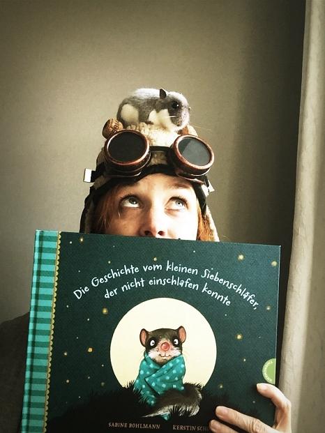 """Die Autorin Sabine Bohlmann liest aus """"Der kleine Siebenschläfer"""".©Andreas Rümmelein"""