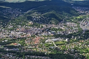 Die Erste Marburger Milieustudie ist eine gesamtstädtische Analyse, aus der Handlungsempfehlungen für die Sozial- und Stadtplanung resultieren. Luftbild von Marburg