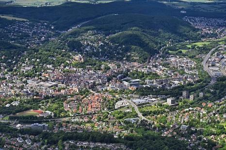 Die Erste Marburger Milieustudie ist eine gesamtstädtische Analyse, aus der Handlungsempfehlungen für die Sozial- und Stadtplanung resultieren. Luftbild von Marburg©Georg Kronenberg
