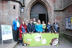 Die Fairtrade Stadt Marburg unterstützt die Kampagne Make Chocolate Fair! Hier zu sehen sind Mitglieder der Steuerungsgruppe Fairer Handel und weitere Projektpartner/-innen zusammen mit Bürgermeister Dr. Kahle.©Universitätsstadt Marburg