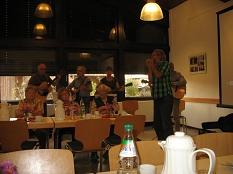 die Gitarrengruppe spielt Berglieder zum Mitsingen©Bernd Weimer