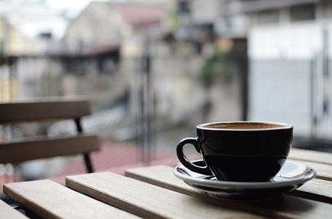Die Sondernutzungsgebühren für Gewerbetreibende - etwa für Tische und Stühle von Gastronomen im Außenbereich - erstattet die Stadt Marburg für die Zeit der Corona-Geschäftsschließungen.©Free-Photos (Pixabay)
