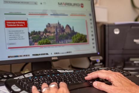 Was schon für reguläre offene Stellen gilt, wird nun auf Ausbildungsplätze ausgeweitet: Online-Bewerbungen bei der Stadt Marburg.©Stadt Marburg, Patricia Grähling