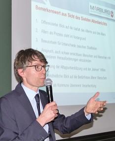 Dr. Frank Berner vom Deutschen Zentrum für Altersfragen lobte das Konzept für die kommunale Altenplanung in Marburg.©Stadt Marburg, i.A. Gesa Coordes