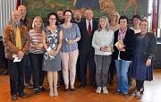 Oberbürgermeister Dr. Thomas Spies (Mitte) zeichnete gemeinsam mit Mitgliedern von Gesamtpersonalrat und Personalrat sieben Mitarbeiter*innen für ihre 25 beziehungsweise 40-jährigen Dienstjubiläen aus.