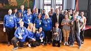 Oberbürgermeister und Sportdezernent Dr. Thomas Spies (vorne 3. v. r.) ehrte das Handicap-Team des BC Marburg sowie sieben Sportlerinnen und Sportler des Kerstin Heims für ihre Erfolge bei den diesjährigen Special Olympics in Hannover.