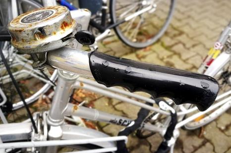 Ein nass geregnetes Fahrrad – das könnte bald der Vergangenheit anhören. Die Stadt bietet demnächst witterungsgeschützte und sichere Abstellplätze für Fahrräder in der Oberstadt zum Mieten an.©Nadja Schwarzwäller i.A.d. Stadt Marburg