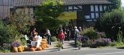 Eingang zur Pflanzenbörse mit Plakat