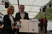 Eisenachs Oberbürgermeisterin Katja Wolf überreichte Egon Vaupel die Ehrenmedaille der Partnerstadt. Egon Vaupel trug sich ins Goldene Buch der Stadt Eisenach ein