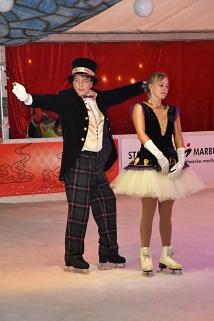 Magischer Zirkuswalzer mit Björn Kleiner und Eistänzerin
