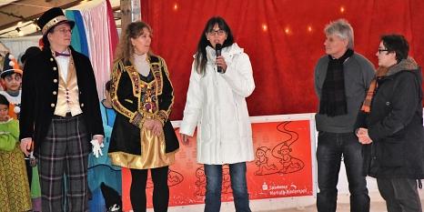 von links nach rechts: Björn Kleiner und Frauke Haselhorst (durchführende Mitarbeiter*innen) sowie Ulrike Munz-Weege (Fachdienstleitung), Betreiber Adi Ahlendorf und jugenddezernentin Kirstin Dinnebier