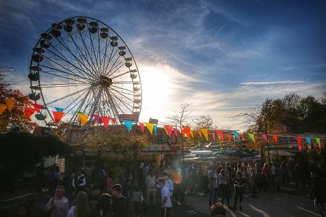Zum Elisabethmarkt am zweiten Oktoberwochenende findet auch wieder die traditionelle Innenstadtkirmes statt.©Patricia Grähling, Stadt Marburg