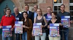 Oberbürgermeister Dr. Thomas Spies (3. v. l.) freute sich gemeinsam mit den weiteren Akteuren über die Neuausrichtung des traditionsreichen Elisabethmarktes mit der diesjährigen Premiere des Regionalmarktes am Steinweg (v. l.): Manfred Jannasch (Interesse