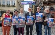 Oberbürgermeister Dr. Thomas Spies (3.v.r.) stellt zusammen mit Manfred Jannasch, Friedrich Bode, Daniela Maurer, Klaus Hövel und Adi Ahlendorf das Programm für den Elisabethmarkt vor.
