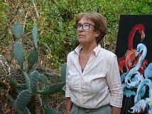 Emö Simonyi neben ihrer Arbeit