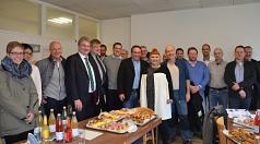 Bürgermeister Wieland Stötzel (4. von links, v.l.n.r.) stellte zusammen mit Bodo Brückner, Achim Siehl, Stefan Franke und Anna Kaczmarek-Kolb den anwesenden Vertreterinnen und Vertretern von Unternehmen und Verbänden die möglichen Förderungen zur Energiee