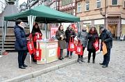 """Geballte Frauenpower trotzt klirrender Kälte zum """"Equal Pay Day"""": Tatyana Carle und Ute Schneider vom Gleichberechtigungsreferat der Universitätsstadt, Dr. Marlis Sewering-Wollanek als Vorsitzende der städtischen Gleichstellungskommission, Friederike Loch"""
