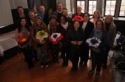 Stadträtin Kirsten Dinnebier (4.v.r.) empfing die internationalen Schulvertreter/innen und ihre Gastgeber/innen im Historischen Saal des Rathauses.
