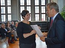 Antje Tietz (l.) ist jetzt Ortsvorsteherin im Südviertel und Ehrenbeamtin der Universitätsstadt Marburg.