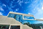 Vielfalt unter einem Dach: Das Erwin-Piscator-Haus lädt nach drei Jahren Umbau als offenes Haus der Stadtgesellschaft auf vier Etagen und mit Dachterrasse zum vielfältigen Eröffnungswochenende ein.