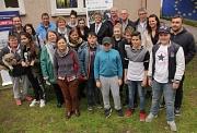 Zusammen mit einer Vielzahl Beteiligter weihte Bürgermeister Dr. Franz Kahle (hinten, Mitte) die neuen Räume für Gemeinwesenarbeit im Försterweg ein.