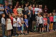 Zusammen mit den Kindern eröffnete Oberbürgermeister Dr. Thomas Spies die neue Spielfläche in der Emil-von-Behring-Schule.