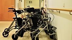 Fachkräfte aus Pflege und Hauswirtschaft für Senioren-Einrichtungen im Landkreis werden dringend gesucht.
