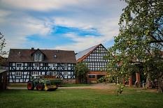 Fachwerk und Landwirtschaft prägen das Bild von Bortshausen.©Thomas Steinforth, Stadt Marburg